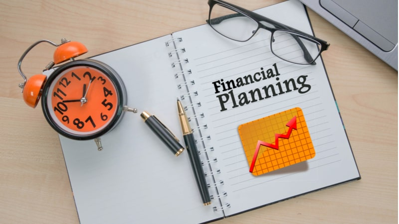 Simple tips to set SMART financial goals and easily track progress