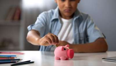 Mothers guidance for raising financially responsible children