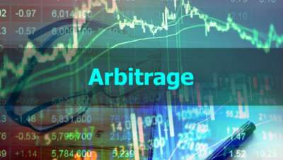 Arbitrage and hedging: How do they differ?