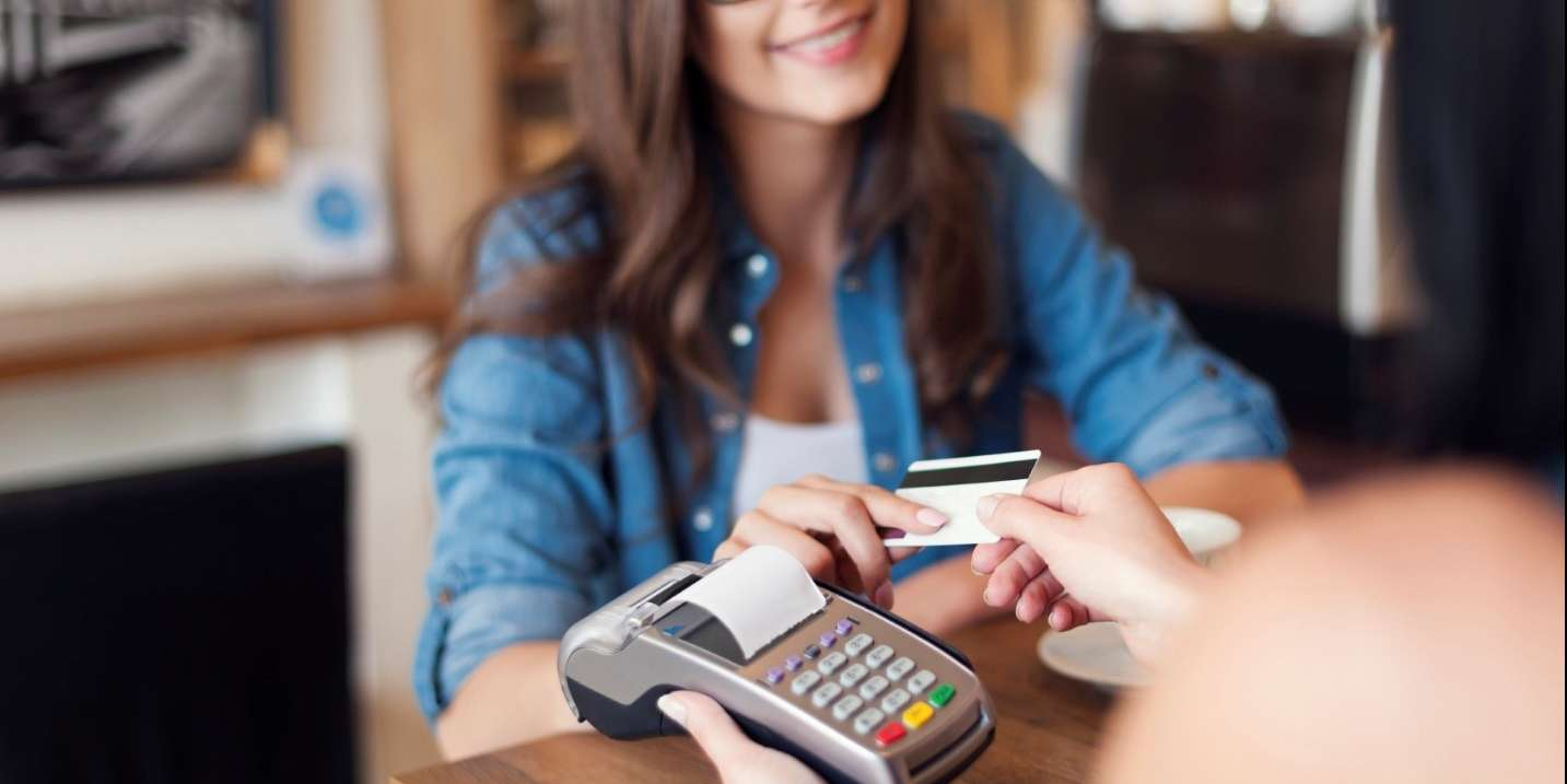 Things to Consider Before Picking Up a Credit Card